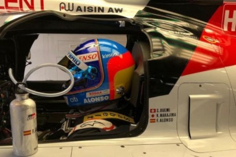 Alonso o sekundę z przodu
