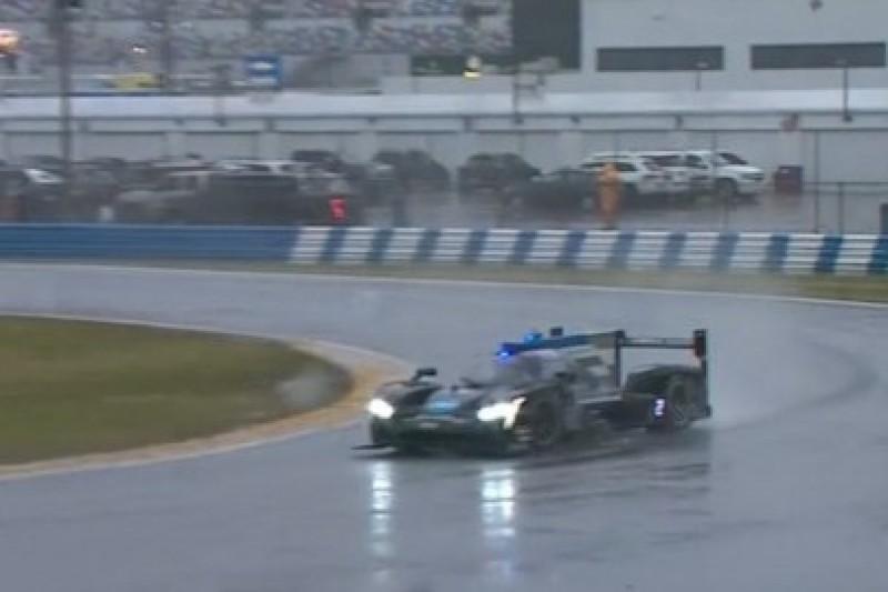 Alonso szalał w deszczu