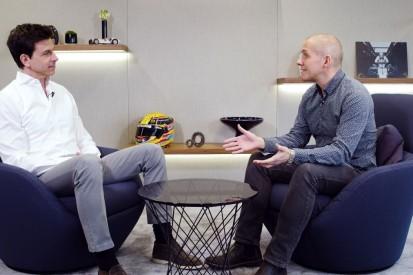 Anzeige: Toto Wolff zeigt uns die Fabrik von Mercedes-AMG Petronas