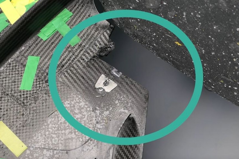 Hamilton-Unterboden: Beim Fahren über Randstein beschädigt