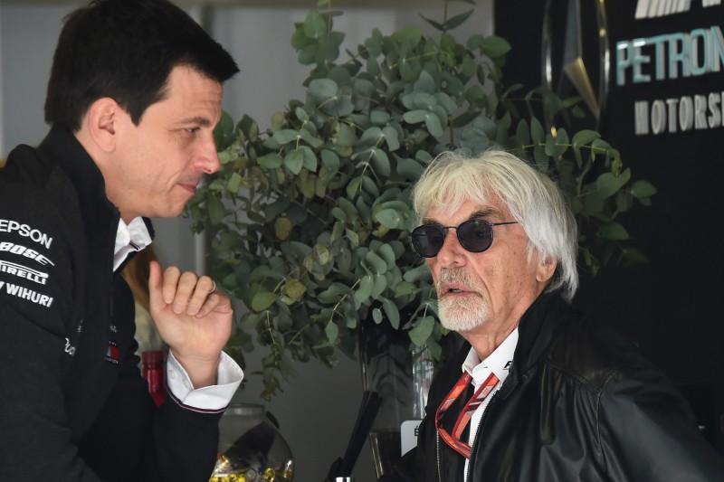 """Bernie Ecclestone: Gespräch über """"Piratenserie"""" in seinem Chalet"""