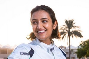 Erste Pilotin aus Saudi-Arabien fährt britische Formel 4
