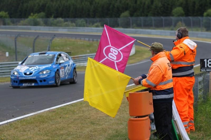 VLN ändert Fuchsröhren-Flaggengebung nach Eklat in Fahrerbesprechung