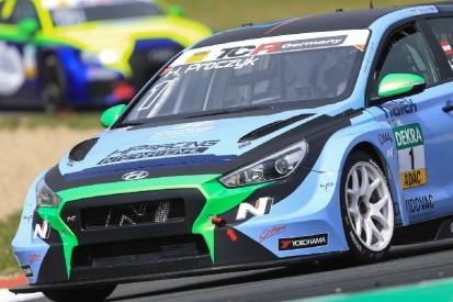 TCR Germany: Titelverteidiger Harald Proczyk auf Pole-Position