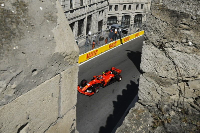 "Pole-Favorit Charles Leclerc nach Q2-Crash in Baku: ""Ich bin dumm"""