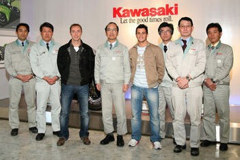 Kawasaki-rijders bezoeken windtunnel