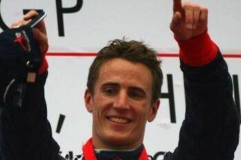 Kerr rijdt in Brands Hatch voor Groot-Brittannië