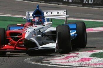 Charouz rijdt in Brands Hatch voor Tsjechië