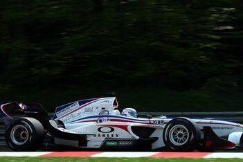 Kerr rijdt snelste tijd in Brands Hatch