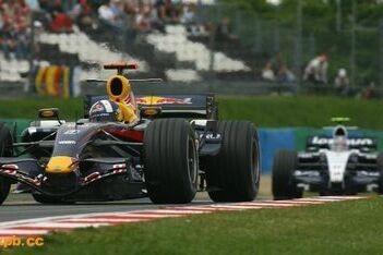 Red Bull anoniem in het achterveld