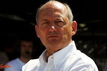"""Dennis: """"Ferrari won Australië met illegale auto"""""""