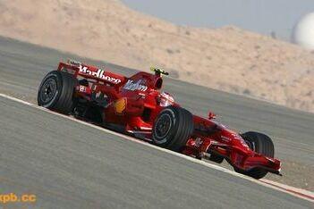 Raikkonen blijft aan kop in Bahrein