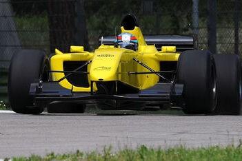 A1GP test verder met nieuwe Ferrari-wagen