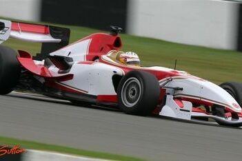 Garcia wint tweede race op Donington Park