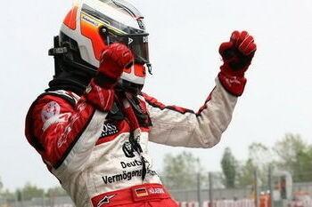 Hulkenburg wint race 1 in Barcelona