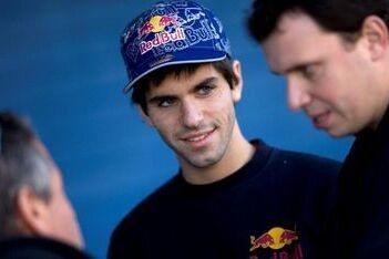 Alguersuari vervangt Webber in Race of Champions