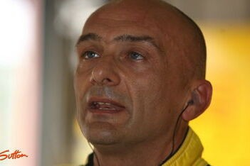 Tarquini begint seizoen als snelste in Curitiba