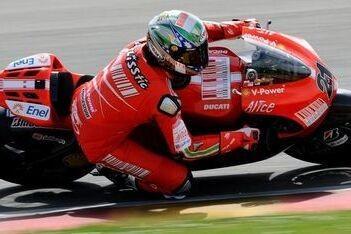 Bayliss probeert Ducati GP9 uit op Mugello