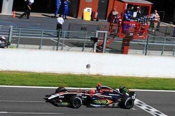 Martinez pakte eerste pole-position in Hongarije