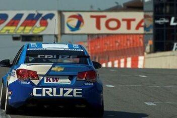 Larini test met Chevrolet Cruze op Zolder