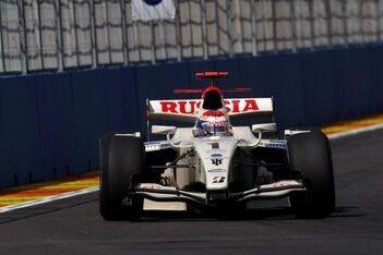 Petrov voor derde jaar op rij sterkste in Valencia