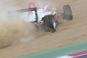 Race 1 gestaakt na zware crash Bianchi en Geronimi