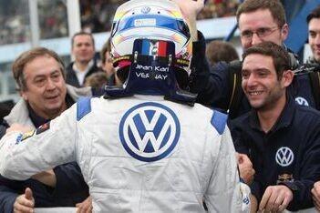 Vernay wint chaotische laatste race van het seizoen