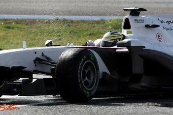Sauber gebruikt nat weer om banden te testen