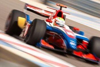 iSport voert het veld aan in eerste training Bahrein