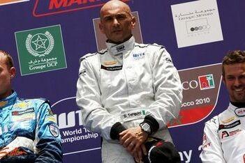 Tarquini als eerste over de finish achter safety car