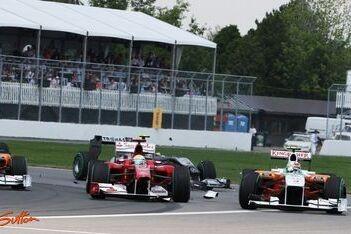 Massa baalt van acties Schumacher en Liuzzi