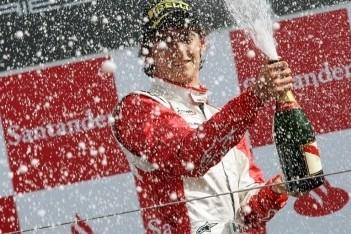 Gutierrez ook dominant in eerste race Silverstone