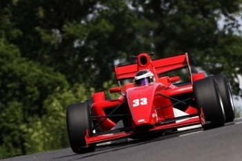 Eng sluit weekend op Brands Hatch af met zege