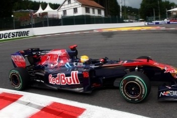 Buemi verliest drie plaatsen na ophouden Rosberg