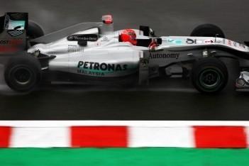 Schumacher en Rosberg vechtend in de punten