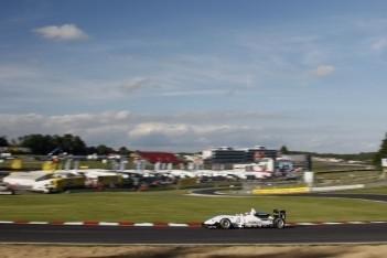 Mortara wint eerste race op Brands Hatch