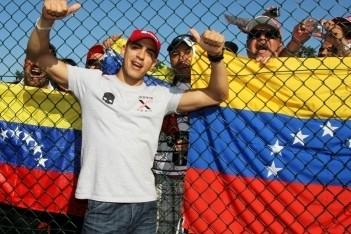 Maldonado crashend naar titel, Vietoris wint