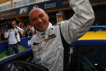 Tarquini verslaat voormalig teamgenoot Muller