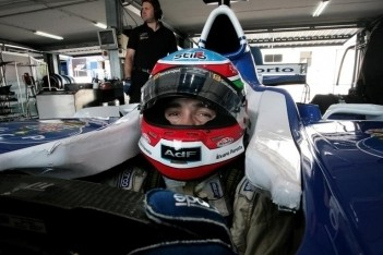Parente viert terugkeer met pole-position in Peking