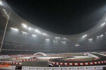 Vettel geeft Formule 1-demo in Düsseldorf