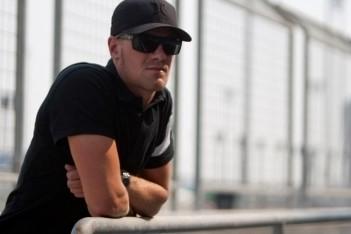 Jakes snelste op eerste dag in Abu Dhabi