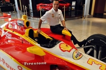 Castroneves rijdt Indy 500 in Shell-auto