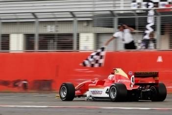 Bortolotti domineert eerste race in Silverstone