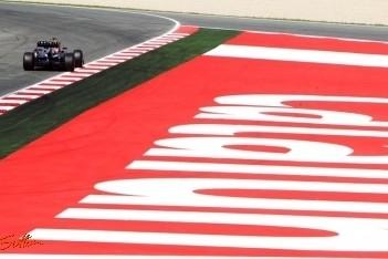 Webber zet Vettel voet dwars in kwalificatie Barcelona