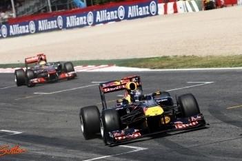 Vettel houdt Hamilton van zich af in Barcelona