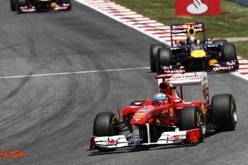 Fernando Alonso op een ronde gereden in thuisrace