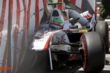 Vettel op pole, Perez crasht zwaar in Monaco