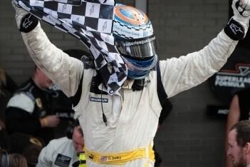 Dolby wint finalerace en 100.000 euro in Assen