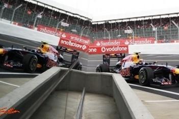 Webber verslaat Vettel in strijd om pole Silverstone