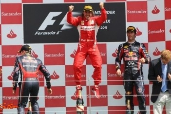 Alonso boekt fraaie overwinning op Silverstone